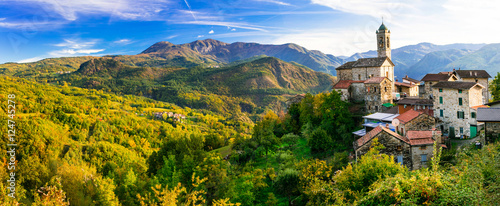 Castelcanafurone - pictorial small village in mountains