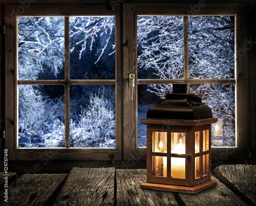Obraz na p tnie laterne auf einem holztisch am fenster for Fenster 60x40