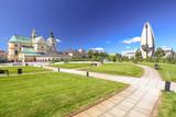 Rzeszow / Skwer miejski z widokiem na bazylikę - 124788456