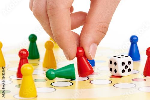 Mensch ärgere Dich nicht, Brettspiel mit Hand Poster