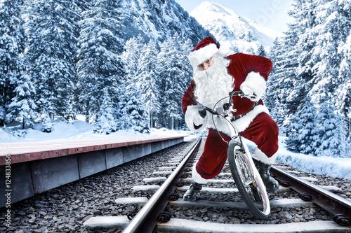 In de dag santa claus and train station