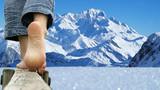 marche pieds nus - face au mont blanc
