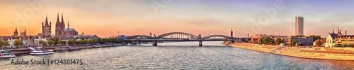 Leinwanddruck Bild Köln Dom Panorama mit Brücke