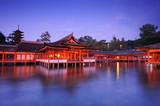 夕暮れの厳島神社