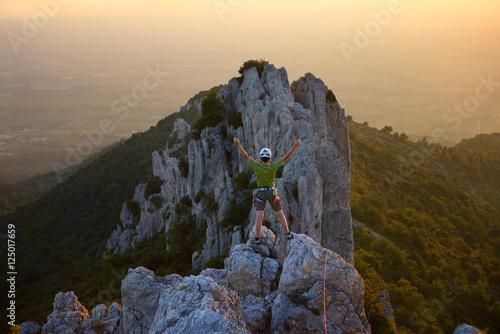 Poster alpiniste au sommet dans le Vaucluse