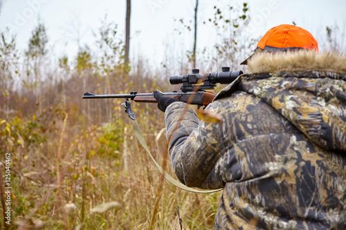 Fotobehang Jacht Hunter with rifle
