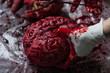 Постер, плакат: Отрезанная голова мозг сердце уши и пальцы в клиновом сиропе на столе