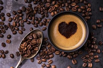 kawa filiżanka i ziarna