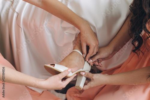Plakat Bride dressing shoes.