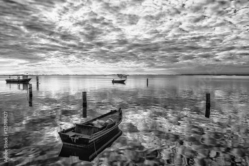 Poster Paesaggio in laguna con barche dei perscatori