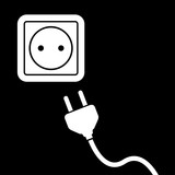 Icono plano enchufe electrico blanco con cable en fondo negro