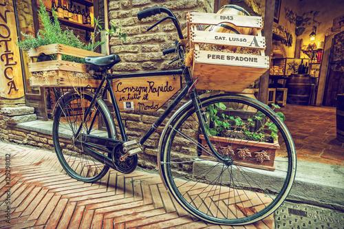Zdjęcia na płótnie, fototapety na wymiar, obrazy na ścianę : Bicycle retro, Alley in old town, Tuscany, Italy