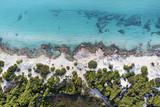 Bellezza tra sabbia rocce e acqua - 125371286