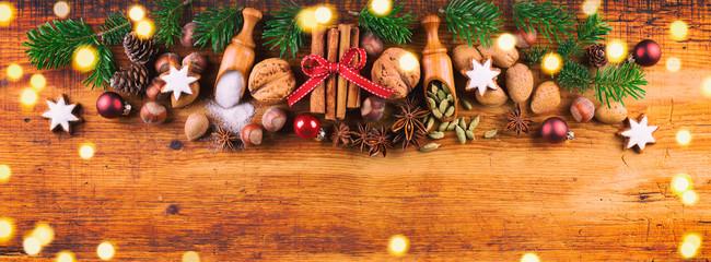 Weihnachten  -  Gewürze und Zutaten für die Weihnachtsbäckerei  -  Banner © Floydine