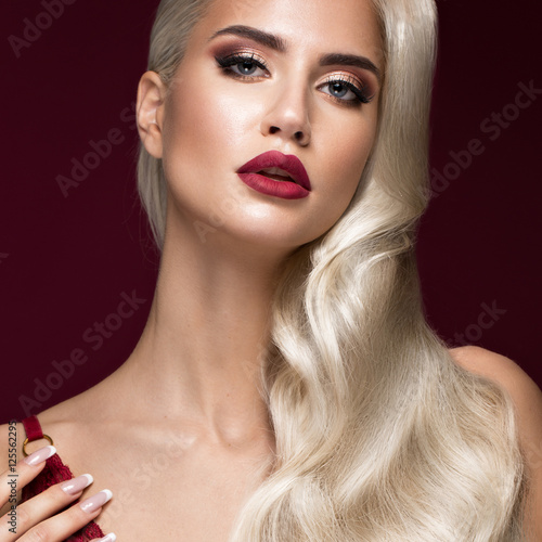 Zdjęcia Beautiful blonde in a Hollywood manner with curls, red lips, red lingerie