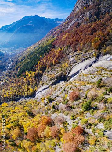 Poster Val Masino - Valtellina (IT) - Vista aerea della Val di Mello verso San Martino