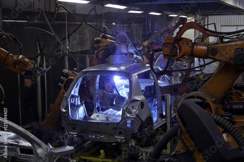 Poster Roboter in der Schweisserei eines Auto Herstellers
