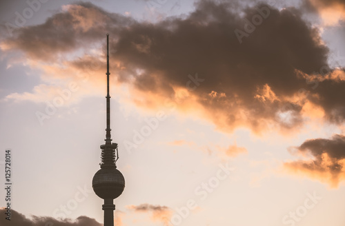 Plagát, Obraz Berlin - Fernsehturm im Abendlicht