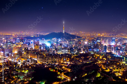 Fotobehang Seoel View of downtown cityscape and Seoul tower in Seoul, South Korea