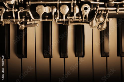 Oboe and piano musical instruments - 125890001