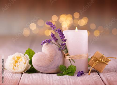 Papiers peints Lavande Duftende Deko mit Lavendel, Kerze, Herz und Rose