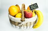 Bio / Frisches Obst im Korb / Obstkorb / Gesund