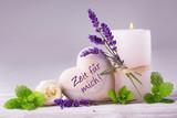 Fototapety Zeit für mich  -  Duftende Deko aus Lavendel, Kräutern, Blüten und Kerze