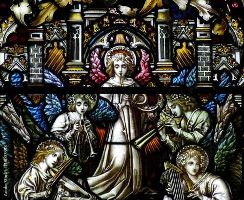 Angels (five) making music in stained glass - 126002888