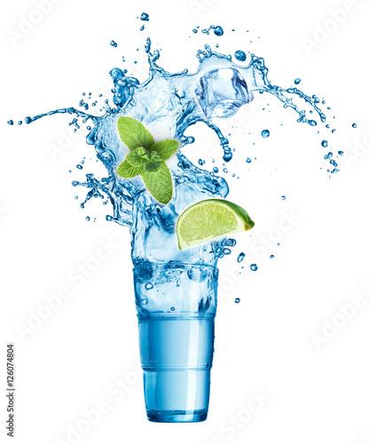 kostki-lodu-liscie-miety-plusk-wody-wapno-i-szklo