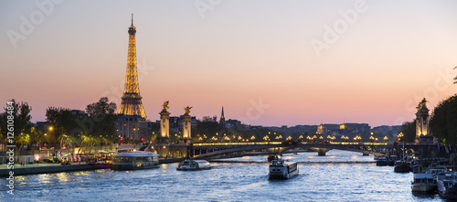 Fotobehang Eiffeltoren Paris, traffic on the Seine river at sunset, with Eiffel tower i