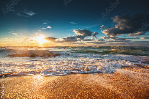 Fototapety, obrazy : Beautiful sunrise over the sea