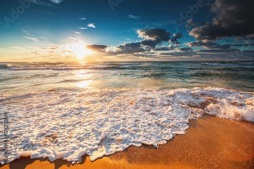 Zdjęcia na płótnie, fototapety na wymiar, obrazy na ścianę : Beautiful cloudscape over the sea