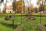 Wąsowo - pałac, fontanna i park pałacowy w jesiennej scenerii