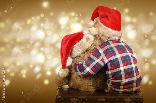 Poster Kind mit Weihnachtsmütze und Teddybär