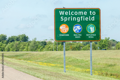 Leinwand Poster Road sign of Welcome to Springfield in Missouri.