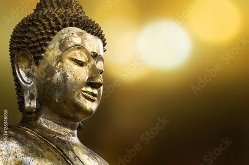 Papiers peints Buddha Selective focus point on Buddha statue.