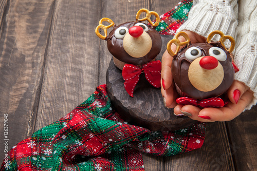 Poster Funny Christmas reindeer cupcakes