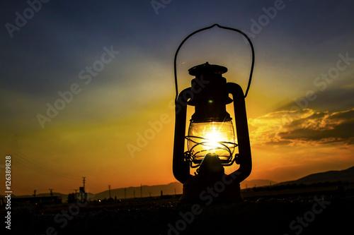 Poster Fener aydınlığında güneş