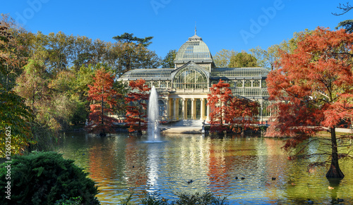 Papiers peints Madrid crystal palece of El Retiro park,Madrid