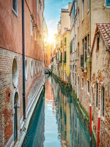 Fototapety, obrazy : Colorful alley, Venice