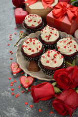 Cupcakes ''red velvet'' and rose