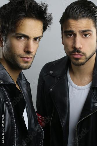 Poster Deux jeunes frères à la mode
