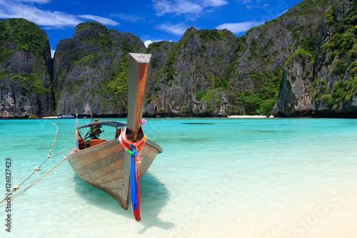 Maya bay in Phi-Phi island, Krabi Thailand. © Tee11