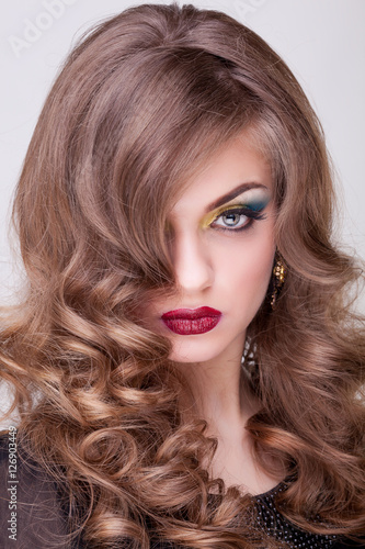 Obraz na plátně Woman with perfect make up and hairstyle