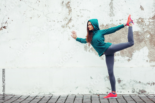 Fitness sport girl in the street Plakat