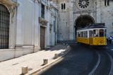 Historyczny tramwaj w Lizbonie (Portugalia)
