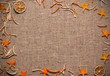 Постер, плакат: корица палочки сухой лимон сухая лаванда лежат на ткани лён и есть место для надписи