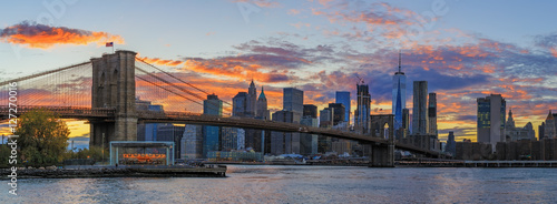 Foto op Canvas View to Manhattan from Brooklyn Bridge Park at sunset