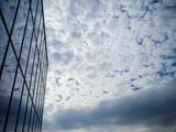京都駅ビルとウロコ雲