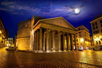 Moon over pantheon in Rome